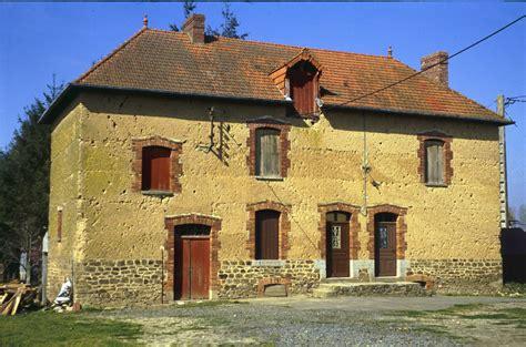 maison en bauge en bretagne architecture de terre crue en bretagne bretagne