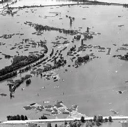 vanport flood begins  columbia river
