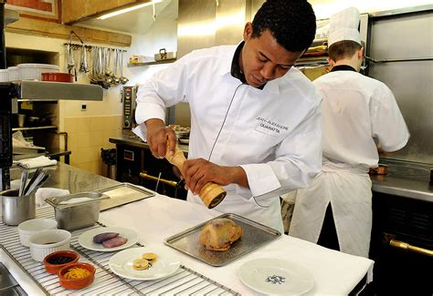 chef en cuisine restaurant gastronomique au coeur du château