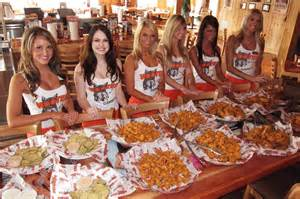 Hooters celebrates 30 years with original waitresses, wing ...