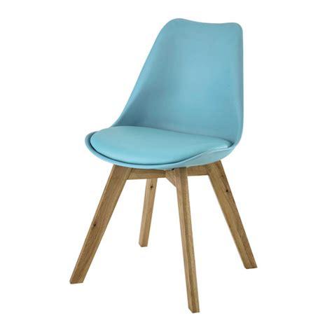 chaise et bleue chaise en polypropylène et chêne bleue maisons du monde