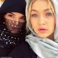 White Contacts Halloween Usa by Kendall Jenner Swaps Hijab For On Tour Of United