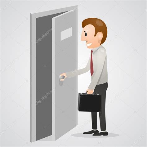 Hombre abriendo una puerta de la oficina — Vector de stock