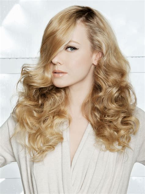 curly long blonde hair with a smoothly flowing and curved