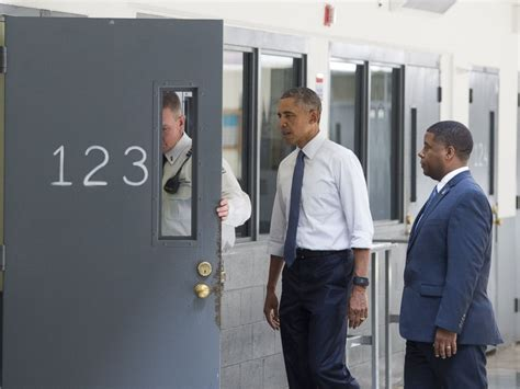 barack obama becomes president to visit us prison