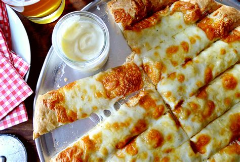 cuisine canada garlic fingers with donair sauce