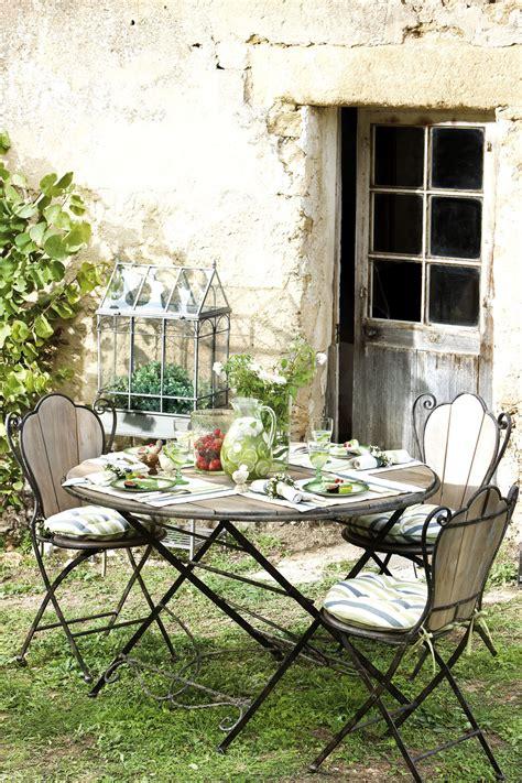 cuisine de jardin en table de jardin comptoir de famille en bois et fer forgé