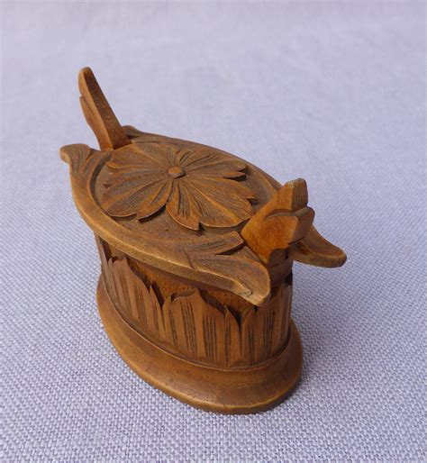 miniature carved wood norwegian tine  objects curiosities