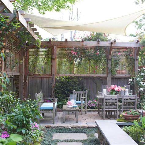 Diy Fabric Patio Cover Ideas by Sichtschutz F 252 R Garten Schirmen Sie Mit Blumen Und