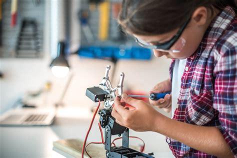 How Robotics Improves Education at School