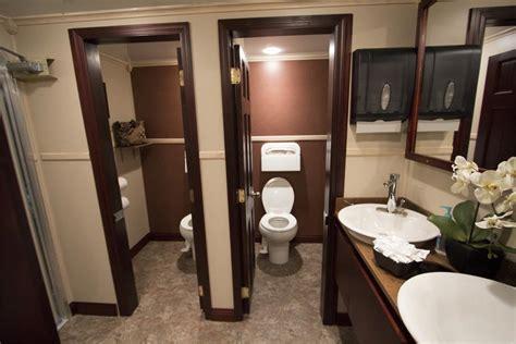 time   spend   restroom royal