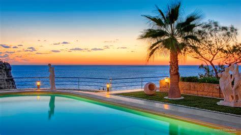 beach resort overlooking ocean fond decran hd arriere