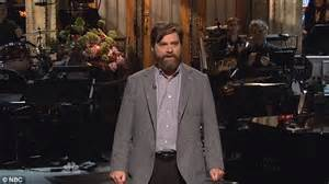 ed helms host snl bradley cooper and ed helms don blonde wigs to join