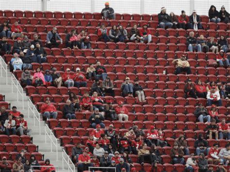 week  thousands  empty seats  plague nfl