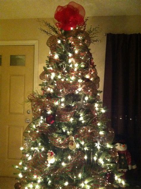 christmas tree with spiral mesh ribbon wreaths and