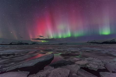 northern lights in iceland northern lights at j 246 kuls 225 rl 243 n glacier lagoon guide to