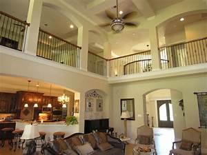 Interior balcony overlooking family room - Traditional