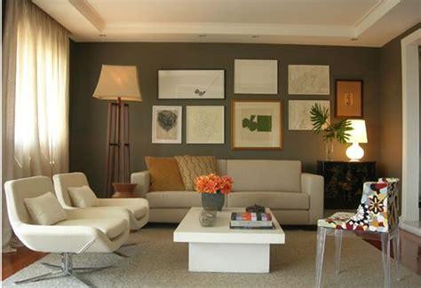 decoração de sala pequena sofá marrom escuro aprenda a escolher a cor para a parede da sala