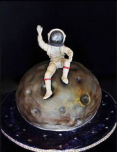 Moon and Astronaut Cake (page 3) - Pics about space