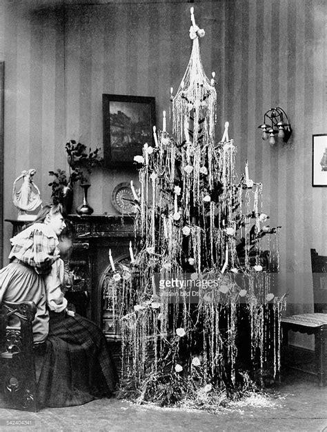 der grosse weihnachtsbaum voll geschm 252 ckt mit lametta