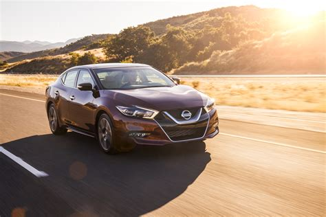 2017 Nissan Maxima Gets Small Price Bump, Apple Carplay