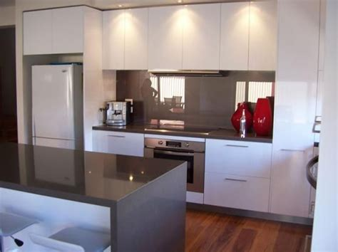 cupboards splash  benchtop kitchen