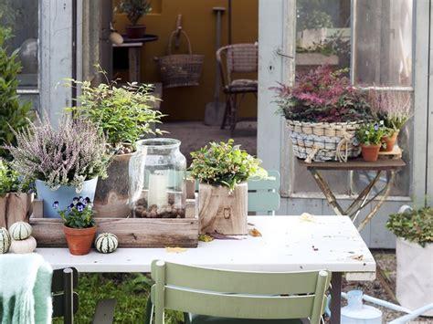 Weihnachtsdeko Auf Dem Gartentisch by Herbstfest Auf Gartentisch Terrasse Pflanzenfreude