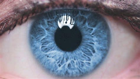 una clinica vinamarina ofrece cambiarte el color de ojos