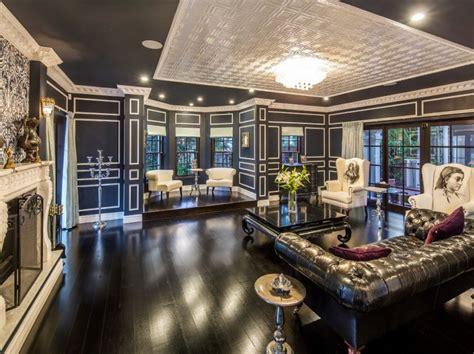lavish  square foot mansion  queensland