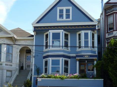 la quot maison bleue quot de maxime le forestier retrouve sa couleur d origine construcom