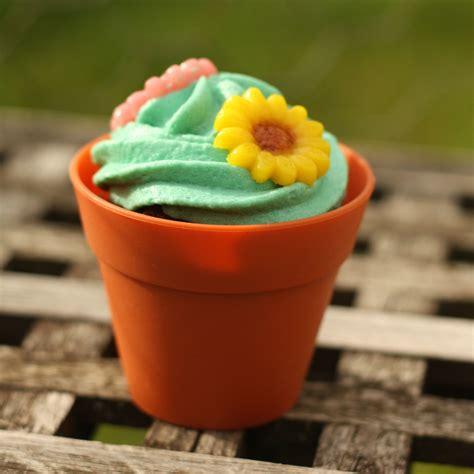 cupcake fa 231 on pot de fleur flowerpot cupcake chez requia cuisine et confidences