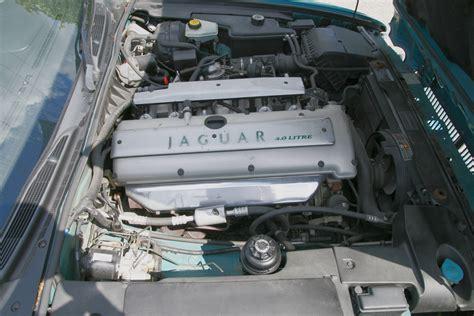 Jaguar Aj16 4.0 Engine (1995 Xj) Right View.jpg