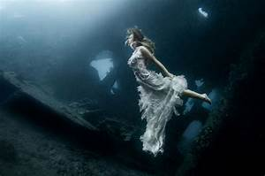 Models Dive 25 Meters To An Underwater Shipwreck In Bali ...