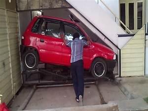 Garer Une Voiture : un petit garage sous un escalier pour garer sa voiture ~ Medecine-chirurgie-esthetiques.com Avis de Voitures