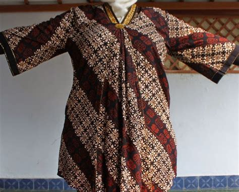 model gambar desain baju batik  wanita gemuk terbaru