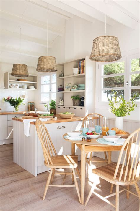 cocina rustica  office  mesa redonda en madera