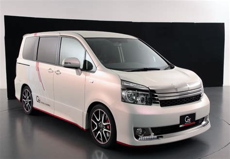 Voxy Wallpaper by Toyota Voxy G Sports Concept 2010 Images