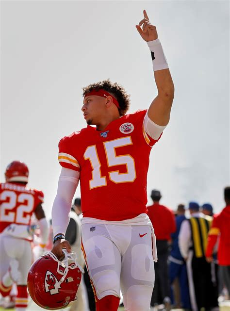 chiefs qb patrick mahomes works  practices  throws