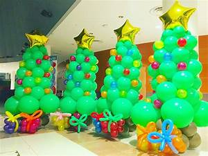 balloon-christmas-tree-with-presents THAT Balloons