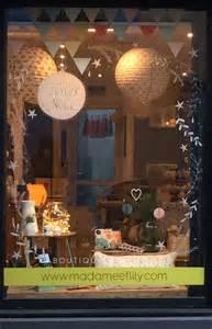 idee de vitrine magasin 1000 id 233 es sur le th 232 me vitrine de no 235 l sur no 235 l affiche de no 235 l et peinture 192 la