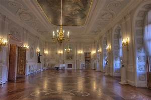 Slideshow 762-20: White Hall of Gatchina Palace, side view ...
