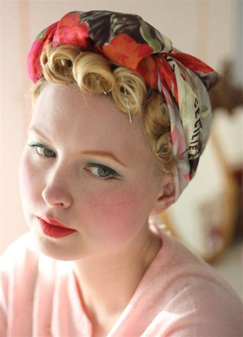 1940s Hairstyles With Scarf by 25 Best 1940 S Images On 1940s Poster