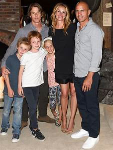 Julia Roberts and Kids Pose for Rare Family Photo | PEOPLE.com