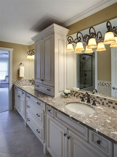 Traditional Chicago Bathroom Design Ideas, Remodels & Photos