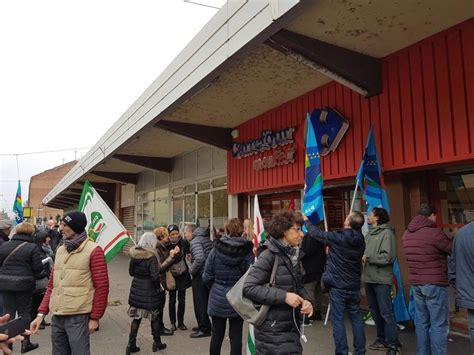 si鑒e social carrefour carrefour si 39 riorganizza 39 in italia e chiude a borgomanero e trofarello quotidiano piemontese