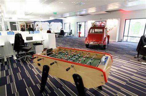bureaux de travail divertir ses employés une bonne carte à jouer
