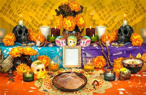 5 Things You'll See On A Dia De Los Muertos Altar