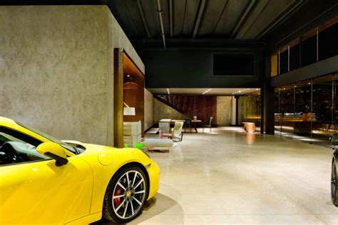 A New Type Of Showroom For Luxury Cars