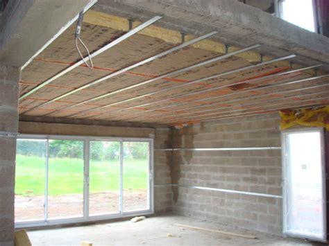 comment isoler un plafond soi même au niveau thermique et