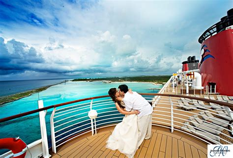 Rachael U0026 Georgeu0026#39;s Disney Cruise Wedding On Disney Dream Wedding Photography